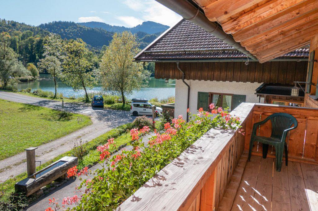 Blick vom Balkon der Ferienwohnung Steiner auf den Wössner See